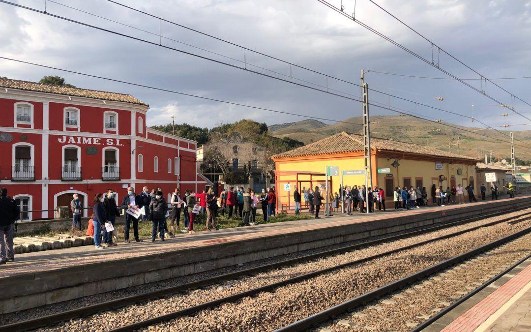 Concentración de los vecinos de Morata para frenar la degradación de los trenes regionales
